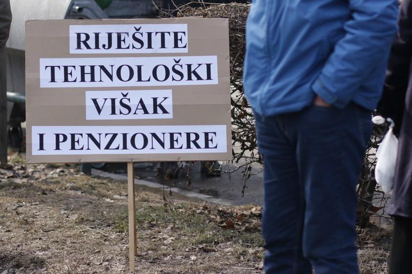 Radnici zeničke Željezare blokirali Alipašinu ulicu: Vratite nam 50 miliona