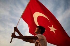 58c2e02a-1b58-49e5-bb67-3c7c0a0a0a80-turska-zastava-700×402