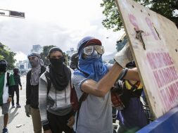 Clashes between demonstrators and the Bolivarian National Guard in Caracas