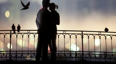 ljubavni-par-na-mostu