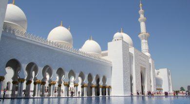 Dzamija-seika-Zajeda-Abu-Dabi-Ujedinjeni-Arapski-Emirati.-Zavrsena-je-2007.-godine-a-svetinja-je-sunitskog-islama