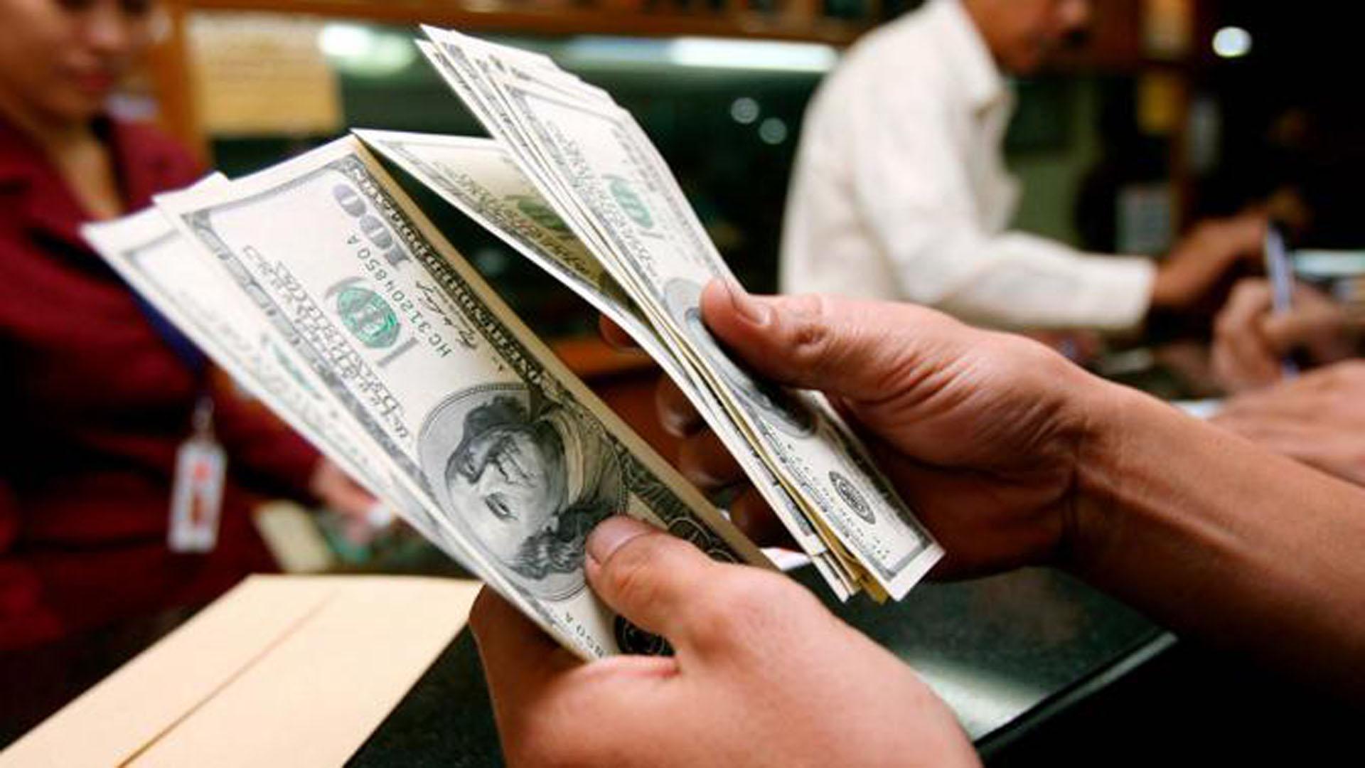 Dolar oslabio prema euru, očekuje se smanjenje kamata Feda
