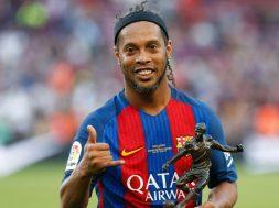 ronaldinho-barcelona-manchester-united-legends_1vf4907xz8lio1f9gfjbw3b13t