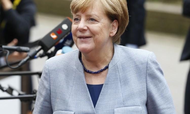 Uprkos Trumpovim kritikama, Angela Merkel poručuje: Rusija ostaje naš partner