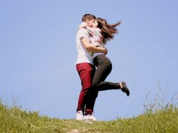 Par_zaljubljeni_ljubav_zagrljaj_pixa