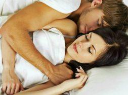 ljubav-par-spavanje-696×456