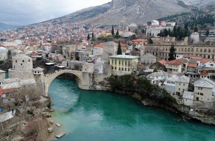 Danas održavaju 453. tradicionalni skokovi sa Starog mosta