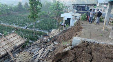 Snažan zemljotres pogodio Indoneziju, više osoba poginulo i desetine povrijeđeno
