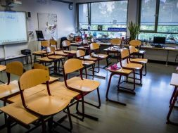 Netherlands primary school teachers go on strike