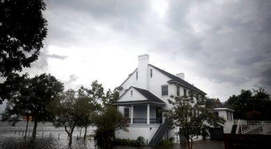 Siloviti udari vjetra i oluja počeli se obrušavati na istočnu obalu SAD-a
