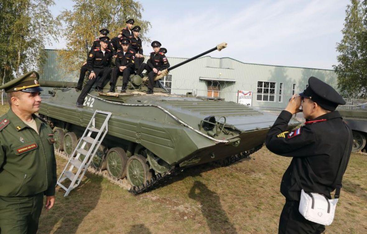 Ruska oklopna vozila preko Mađarske stigla u Srbiju uprkos embargu EU