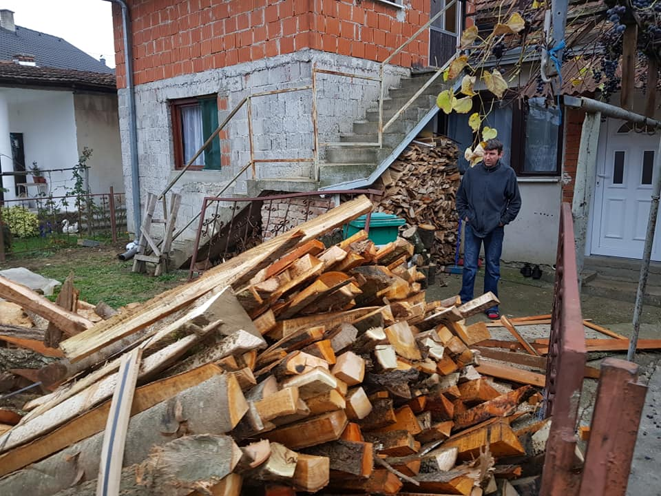 Brojne akcije dubičkog Merhameta: Ogrjev, hrana i novac za siromašne! (FOTO)