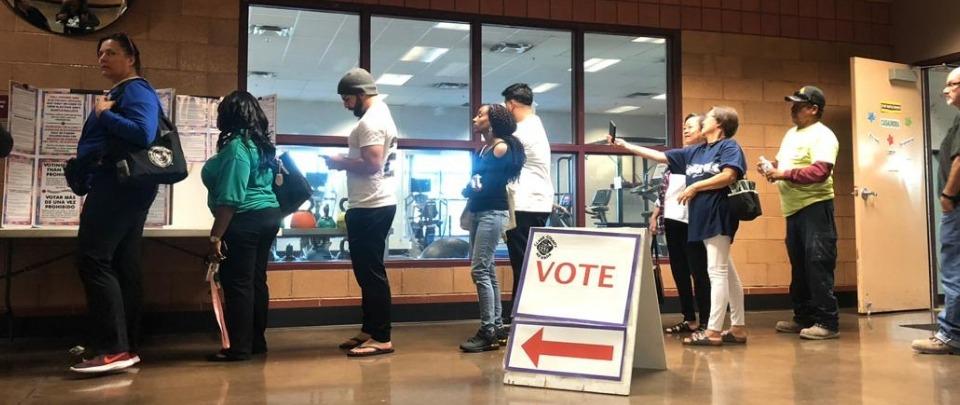 Izbori najavili teške političke bitke: Amerika se odmakla od propasti