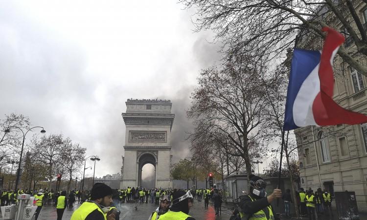 Francuska ljevica najavila glasanje o povjerenju vladi predsjednika Macrona