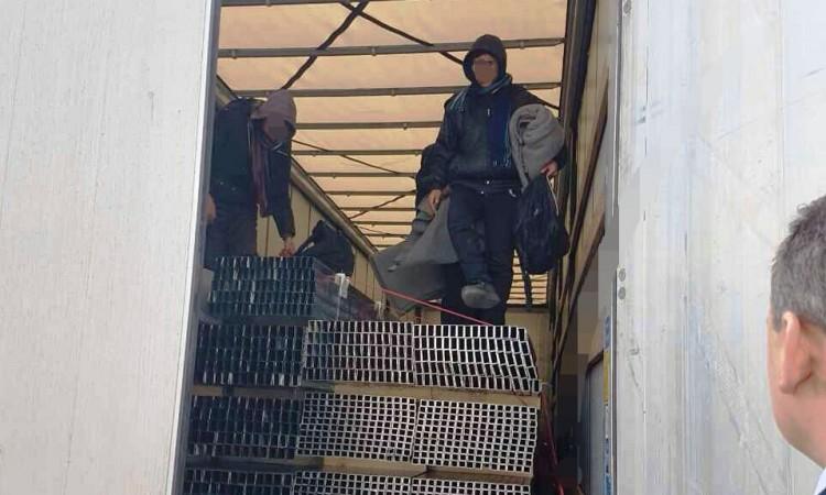 Granična policija pronašla migrante u zaustavljenom autu