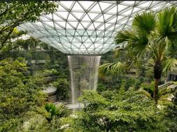 Screenshot_2019-03-13 Najveći zatvoreni vodopad na svijetu nalazit će se na aerodromu u Singapuru (VIDEO)