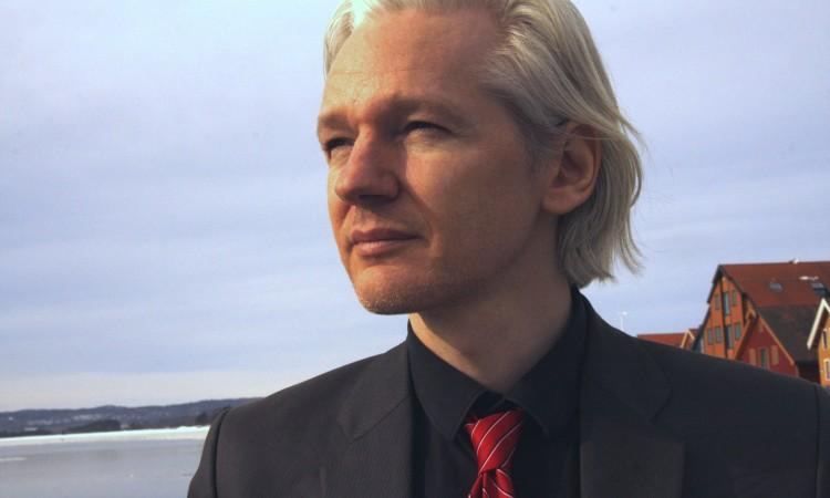 Julian Assange vozio skateboard u Ambasadi Ekvadora