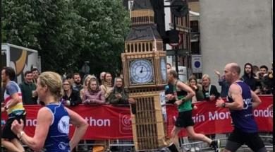 Screenshot_2019-04-29 Trkač obučen u kostim Big Bena pretrčao maraton, a zapeo na cilju
