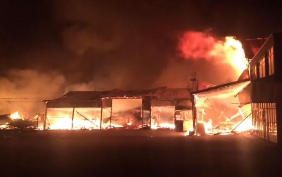 Vatra u potpunosti ugašena na pijaci Arizona, istražitelji počinju utvrđivati uzrok požara