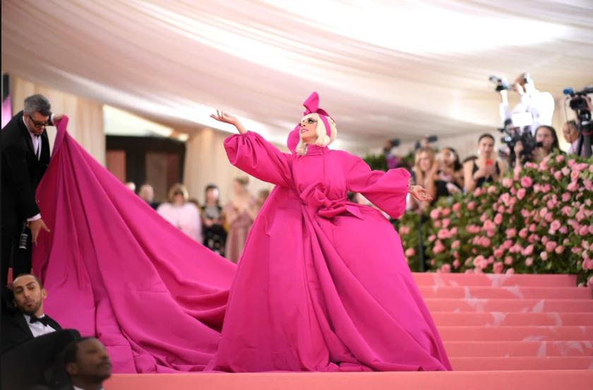 Održana Met Gala u New Yorku: Poznati obukli luster, imali više očiju, nosili glave