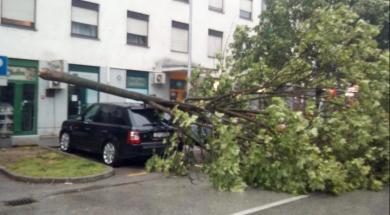 Screenshot_2019-05-13 Vjetar u Zagrebu lomio stabla, rušio reklame i nosio krovove (FOTO)