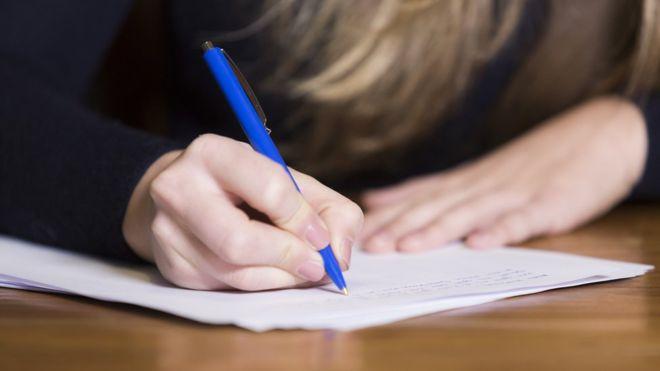 U Tuzlanskom kantonu eksterni maturski test polagalo 502 učenika (VIDEO)