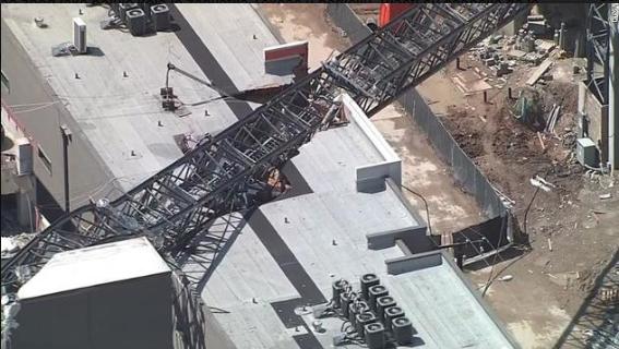 Srušio se kran u Dallasu, jedna osoba poginula, šest povrijeđenih