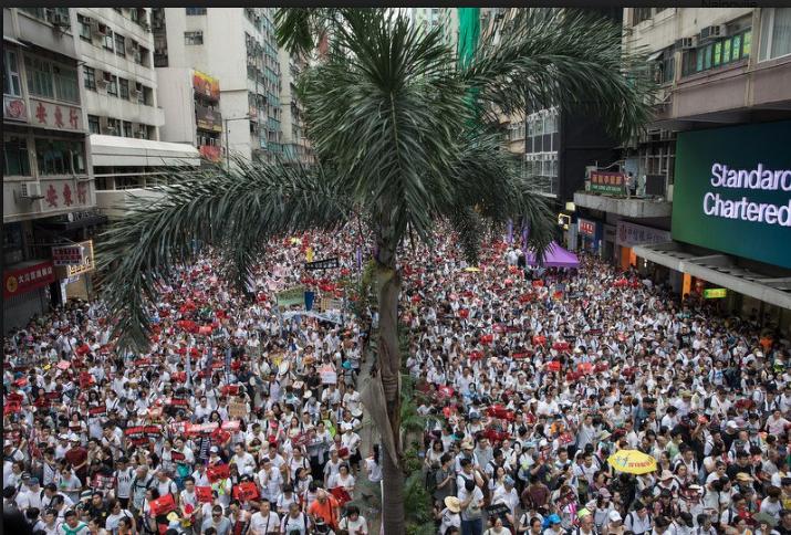 Stotine hiljada ljudi se okupilo na protestu u Hong Kongu