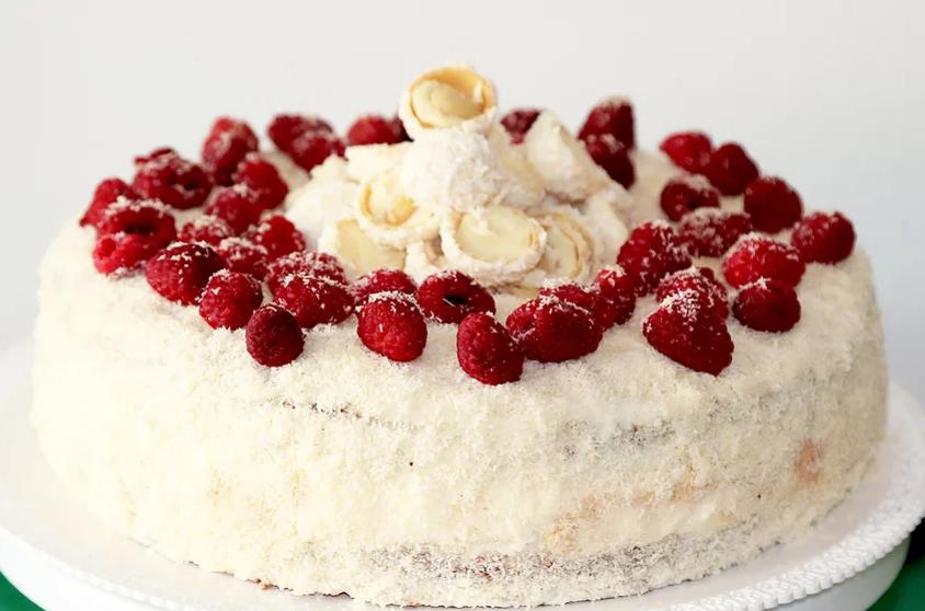 Za sve ljubitelje kokosa: Probajte najbolju raffaello tortu