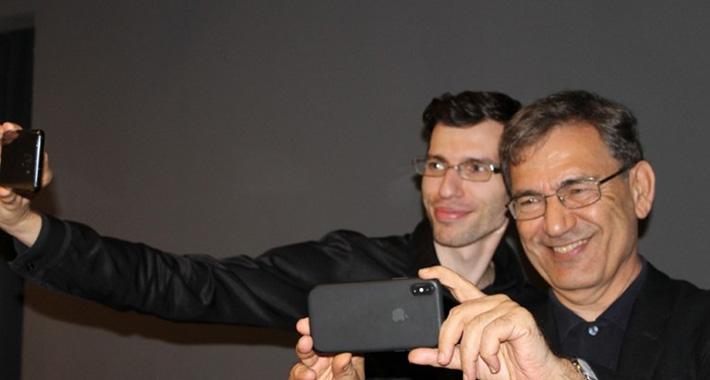 Orhan Pamuk posjetio Muzej ratnog djetinjstva