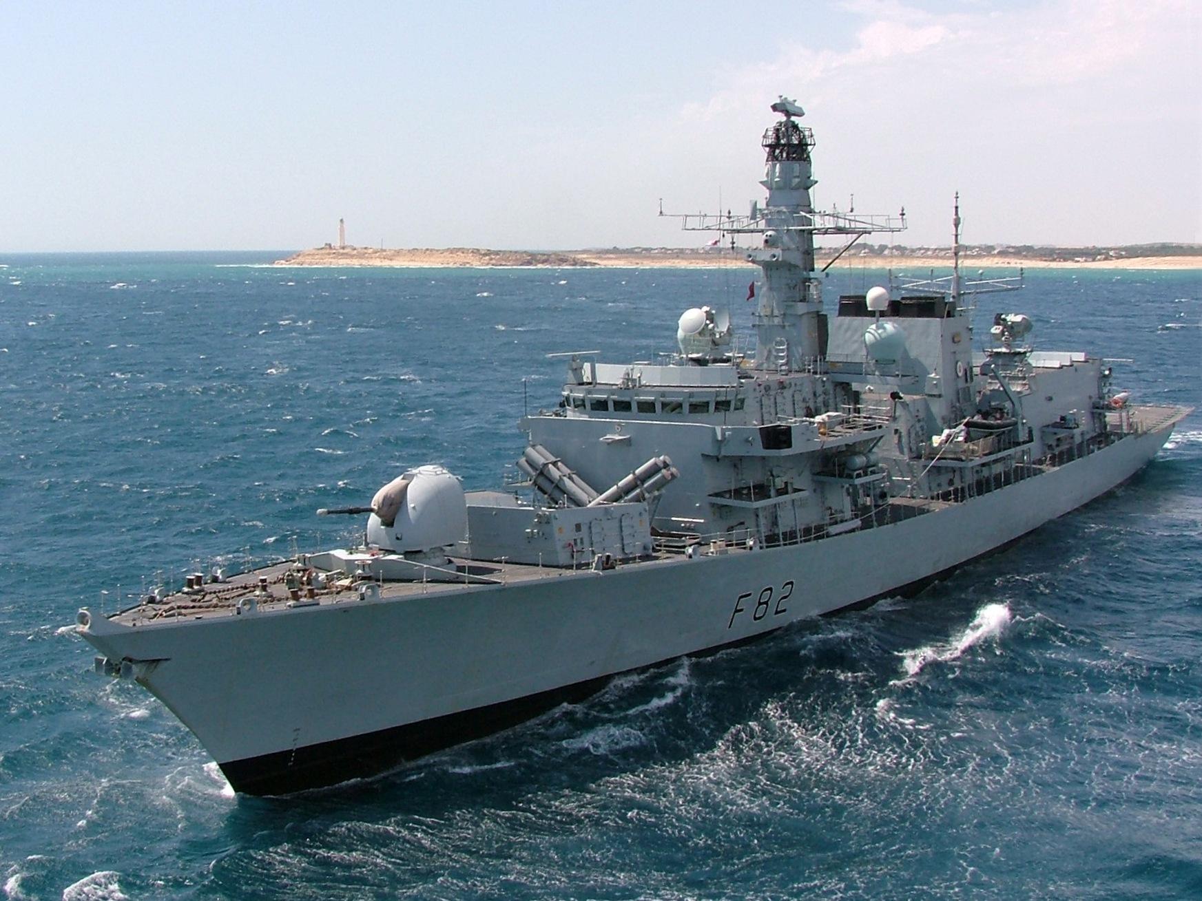 Tri iranska broda pokušala blokirati prolaz britanskom naftnom tankeru