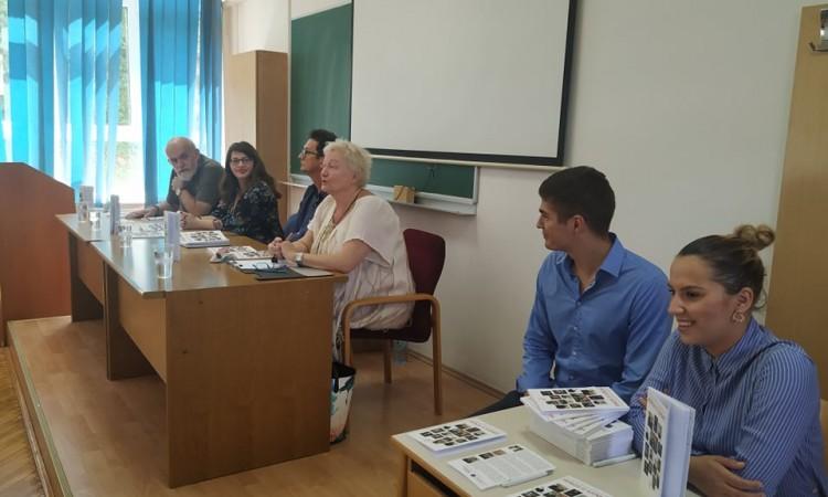 U Sarajevu predstavljena knjiga o mladim aktivistima ¨Heroji iz sjenke¨
