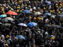 Screenshot_2019-07-01 Demonstranti u Hong Kongu sukobili su se s policijom zbog kineskog zakona o izručenju