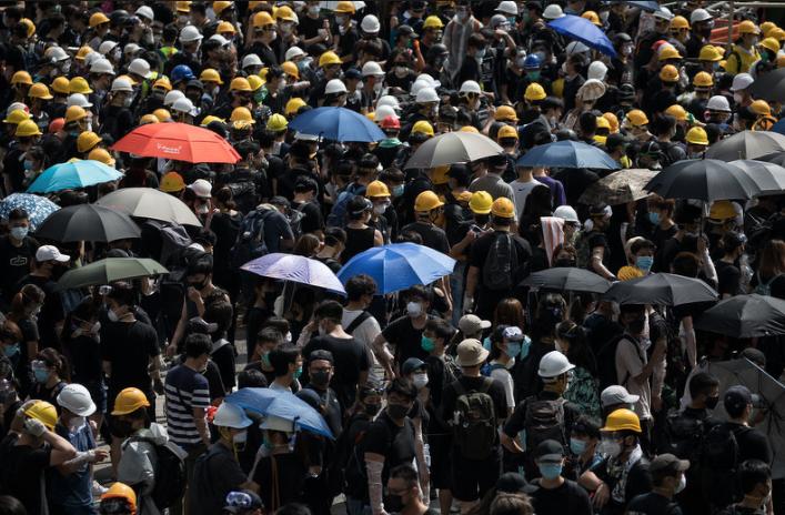 Demonstranti u Hong Kongu sukobili su se s policijom zbog kineskog zakona o izručenju