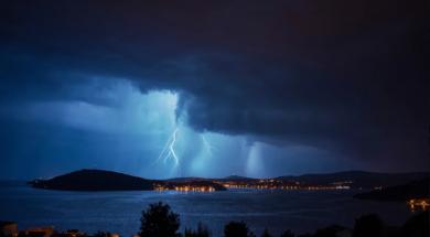 Screenshot_2019-07-10 Nevrijeme u Dalmaciji, više od 25 000 udara munja i velike promjene nivoa mora