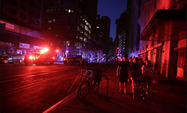 Manhattan satima bio u mraku, hiljade ljudi ostalo bez električne energije