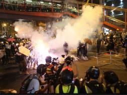 Screenshot_2019-07-22 Proteste u Hong Kongu zloupotrijebili kriminalci, povrijeđeno 45 ljudi