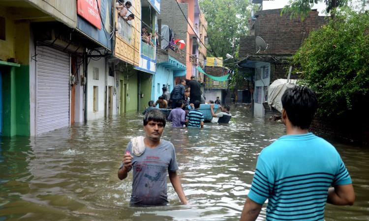Indija: Broj žrtava u poplavama i klizištima veći od 175, milion ljudi bez krova nad glavom
