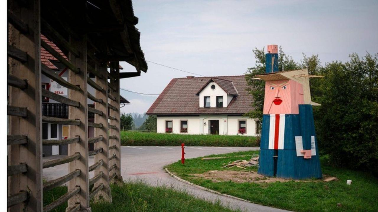 Trampu digli spomenik u Sloveniji: I djeca mu se smiju