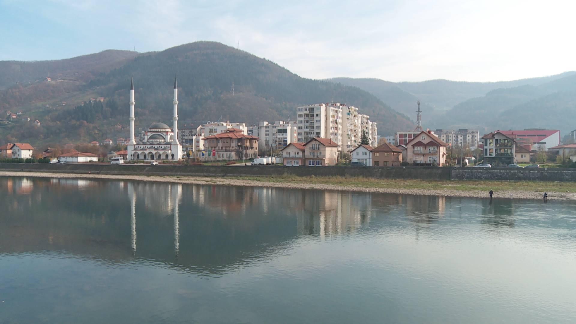 Haos u centru Goražda: Nakon jake kiše izlila se kanalizacija, poplavljeni objekti