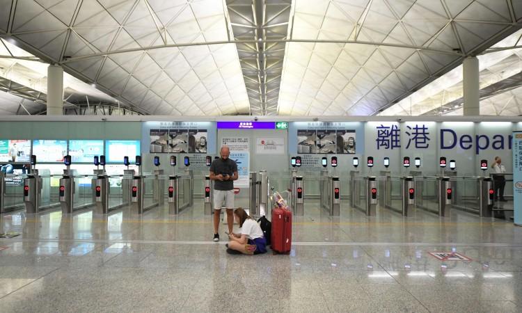 Nakon protesta aerodrom u Hong Kongu ponovo otvoren za saobraćaj