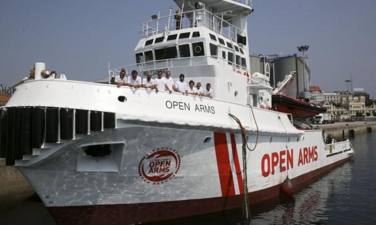 Migranti s broda 'Open Arms' iskrani na Lampedusu