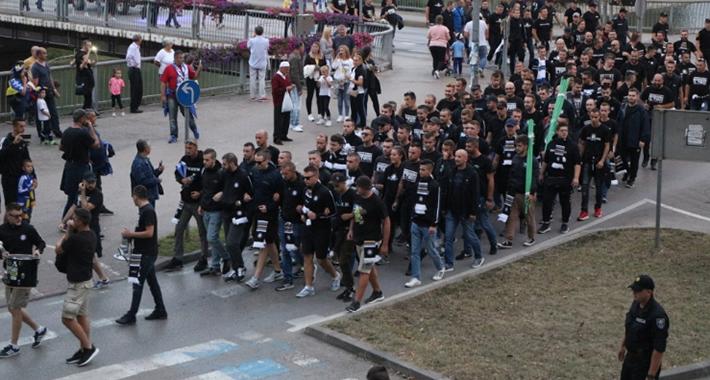 Policija o incidentu s BH Fanaticosima: Skinuli smo mu majicu i vratili ga na stadion