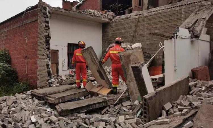 U potresu u Kini jedna osoba poginula, 63 ozlijeđene, desetine srušenih kuća