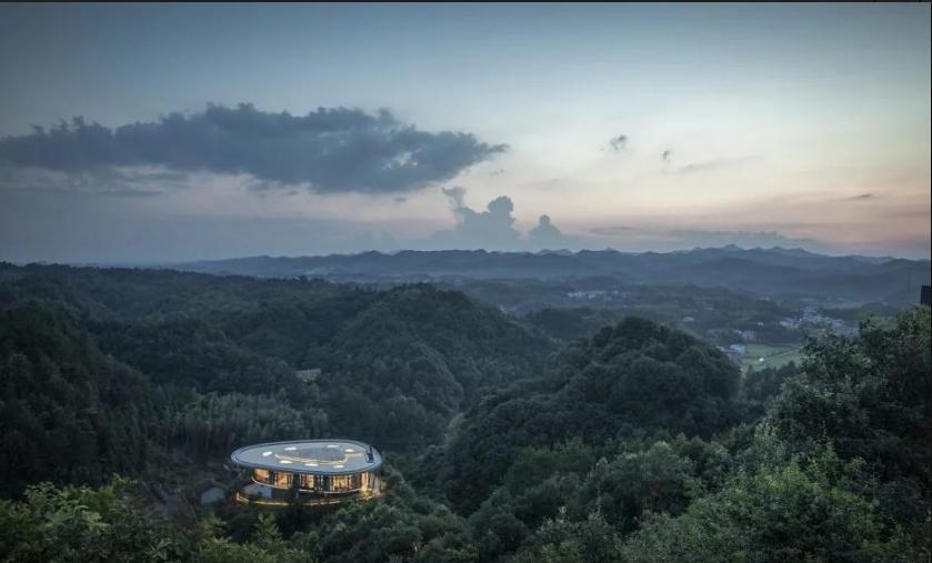 Hotel na vrhu planine u Kini nudi nesvakidašnje iskustvo i pogled na prirodne krajolike