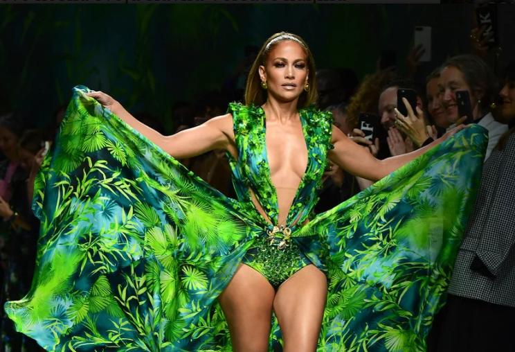 Jennifer Lopez pokorila modnu pistu u Milanu: Nakon 19 godina ponovo nosila svoju slavnu Versace haljinu