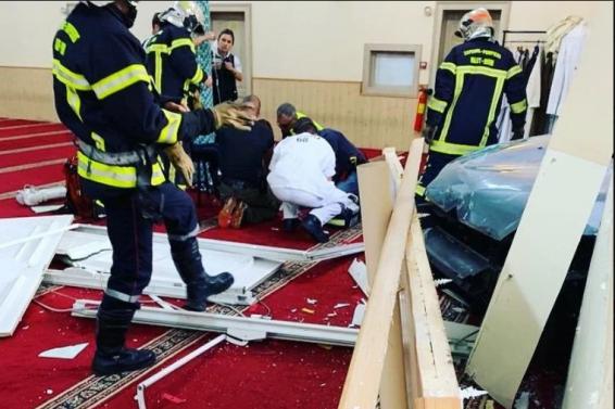 Screenshot_2019-09-22 Muškarac se automobilom zabio u Veliku džamiju u Francuskoj, uhapšen nakon incidenta