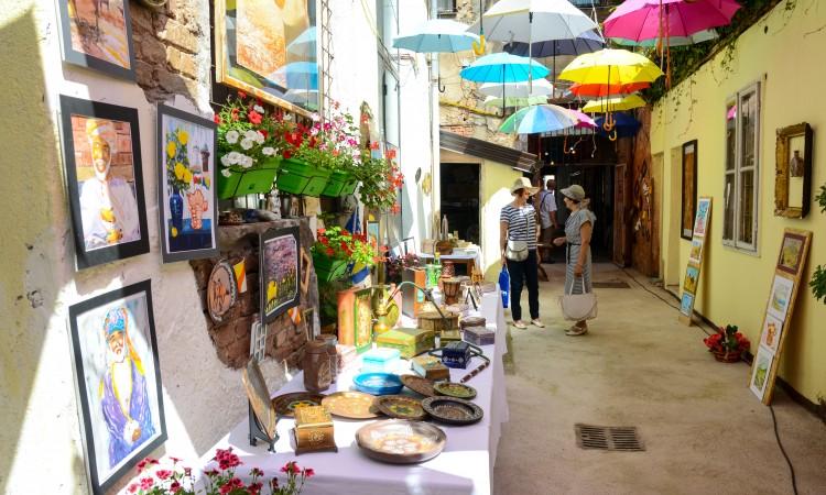 Zenica: Bazar rukotvorina 20 umjetnica i kreativaca iz Srednje Bosne
