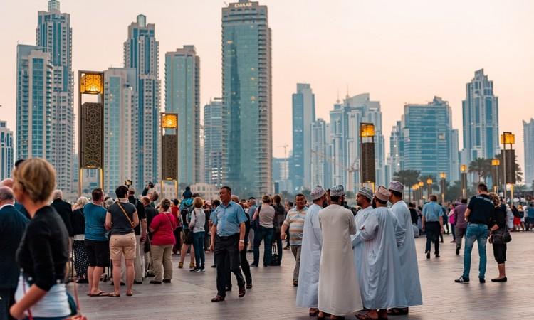 Žene i muškarci u privatnom sektoru u Ujedinjenim Arapskim Emiratima od sada su jednako plaćeni