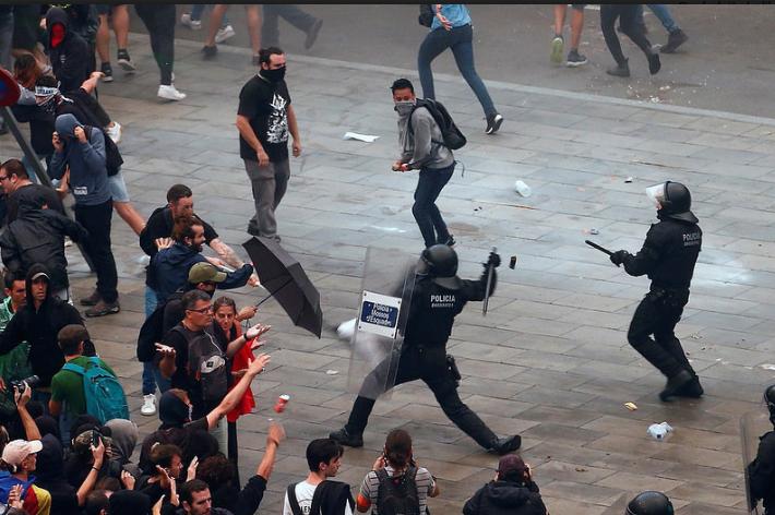 Haos na ulicama Barcelone: U sukobu policije i demonstranata povrijeđene 53 osobe